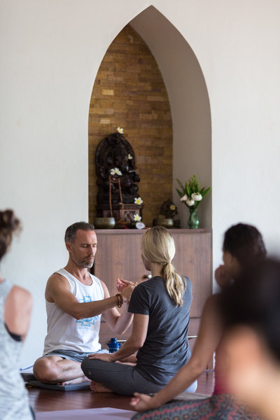 10 QUESTIONS ON YOGA ANSWERED BY SAMAHITA FOUNDER PAUL DALLAGHAN