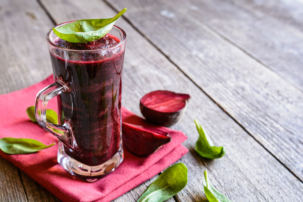 Raw beetroot and cucumber detox juice recipe